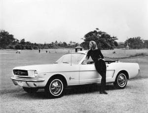 goldfinger_tania_mallet_posing_with_1965_ford_mustang_at_stoke_poges_golf_club
