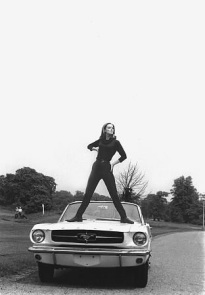 goldfinger_tania_mallet_posing_with_1965_ford_mustang_at_stoke_poges_golf_club_4