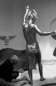 shirley_eaton_being_painted_gold_for_goldfinger_5