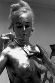 shirley_eaton_being_painted_gold_for_goldfinger_6