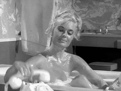 shirley_eaton_in_the_bath