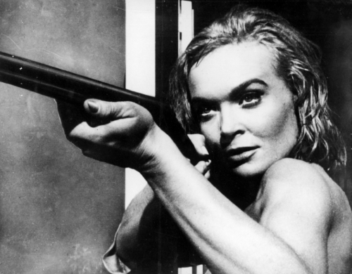 shirley_eaton_pointing_a_shotgun_in_the_girl_hunters