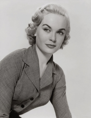 shirley_eaton_portrait_shot_in_a_suit