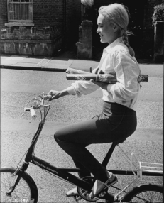 shirley_eaton_riding_a_bike