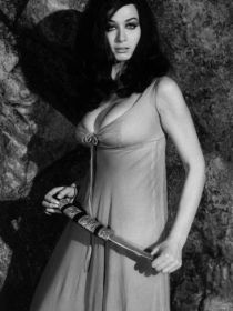 valerie_leon_blood_from_the_mummy's_tomb_dress_and_dagger