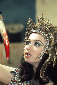 valerie_leon_blood_from_the_mummy's_tomb_with_dagger_dripping_blood