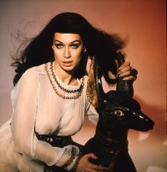 valerie_leon_blood_from_the_mummy's_tomb_with_egyptian_dog