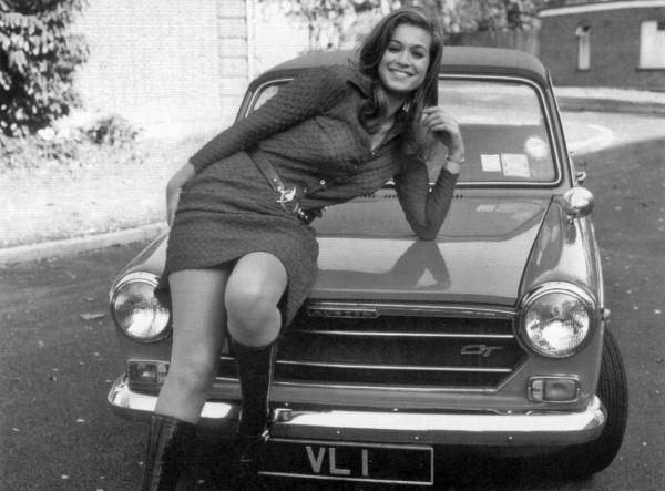 valerie_leon_leaning_on_bonnet_of_car_with_'v_l_1'_numberplate