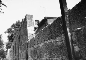 berlin_wall_1961_another_east_german_worker_lays_bricks_as_he_builds_the_walls