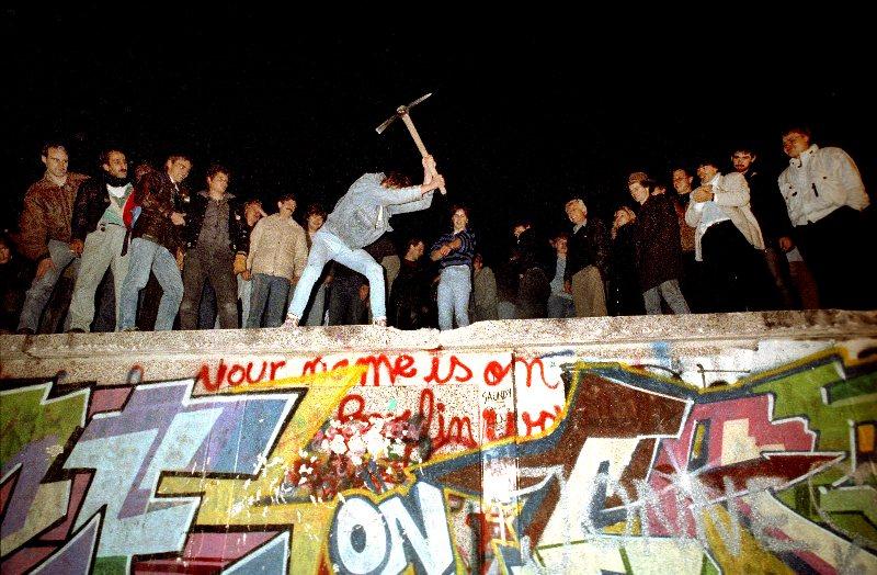the_fall_of_the_berlin_wall.jpg