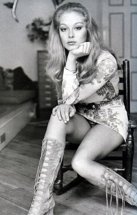 jenny_hanley_in_terrific_boots