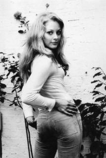 jenny_hanley_in_tight_jeans