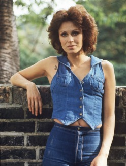 joanna_lumley_in_double_denim
