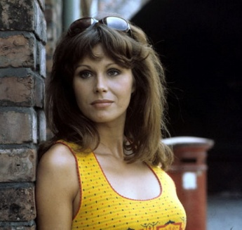 joanna_lumley_in_yellow_top