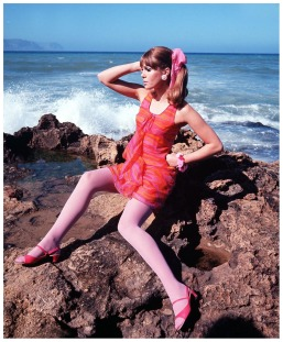 joanna_lumley_posing_on_the_rocks