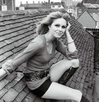 joanna_lumley_sitting_on_roof