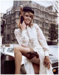 joanna_lumley_the_new_avengers_publicity_shot