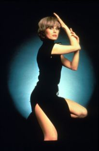 joanna_lumley_the_new_avengers_publicity_shot_6
