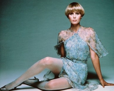 joanna_lumley_the_new_avengers_publicity_shot_blue