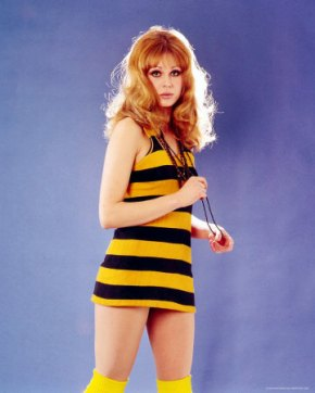 joanna_lumley_yellow_and_black_hooped_dress