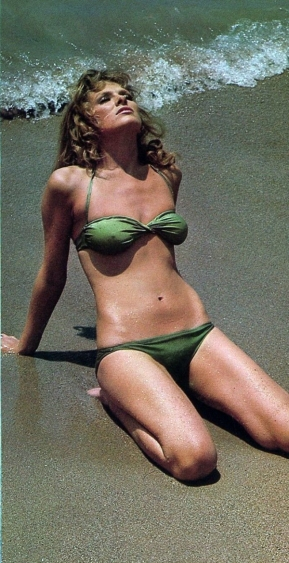 julie_ege_green_bikini_on_beach
