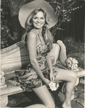 julie_ege_in_flowery_dress_and_wide_hat