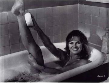 julie_ege_in_the_bath