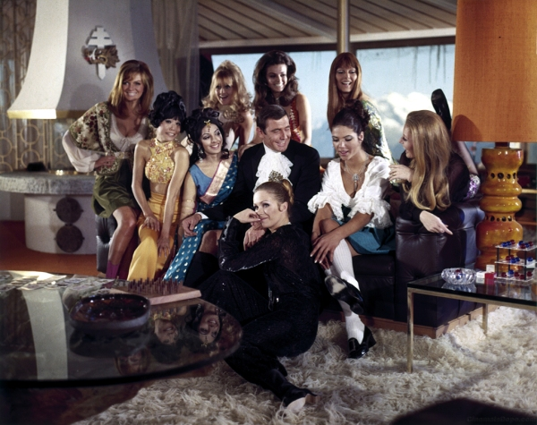 julie_ege_jenny_hanley_anouska_hempel_and_joanna_lumley_on_her_majesty's_secret_service