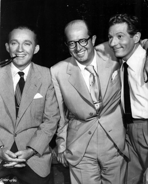 white_christmas_bing_crosby_danny_kaye_and_phil_silvers_visiting_the_set