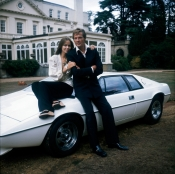 barbara_bach_and_roger_moore_the_spy_who_loved_me_posing_with_lotus_esprit