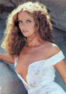 barbara_bach_leaning_on_rocks_2