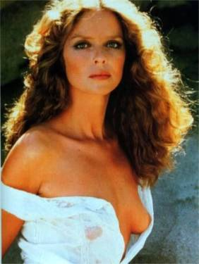 barbara_bach_posing_in_the_sea_3