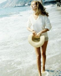 barbara_bach_strolling_in_the_surf