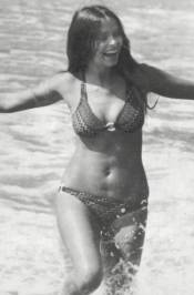barbara_bach_the_spy_who_loved_me_frolicking_in_the_surf