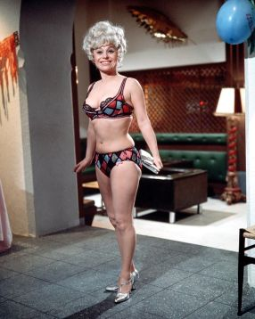 barbara_windsor_carry_on_abroad_bikini