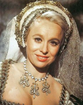 barbara_windsor_carry_on_henry