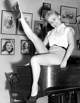 barbara_windsor_young_legs