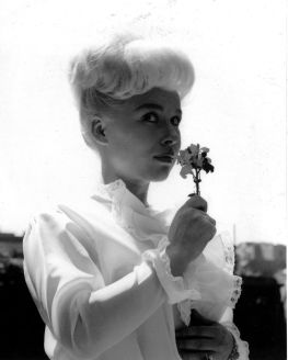 barbara_windsor_young_smelling_flower