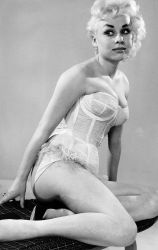 barbara_windsor_young_white_lingerie_3