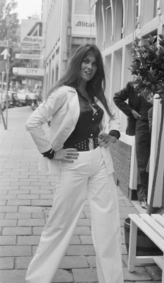 caroline_munro_in_amsterdam_1974