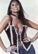 caroline_munro_in_flared_jeans_2