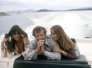 caroline_munro_roger_moore_and_barbara_bach_the_spy_who_loved_me_2