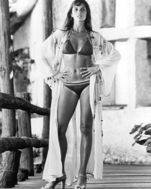 caroline_munro_the_spy_who_loved_me_on_location