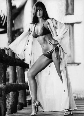 caroline_munro_the_spy_who_loved_me_on_location_2