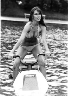 caroline_munro_the_spy_who_loved_me_on_the_wetbike