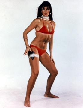 caroline_munro_the_spy_who_loved_me_pose_with_pistol