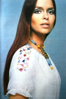 barbara_bach_hippie_look