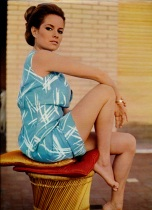 luciana_paluzzi-posing_for_november_1968_issue_of_ciné_revue_magazine