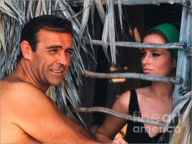 luciana_paluzzi_and_sean_connery_thunderball_photographed_on-set_by_phillip_harrington_2