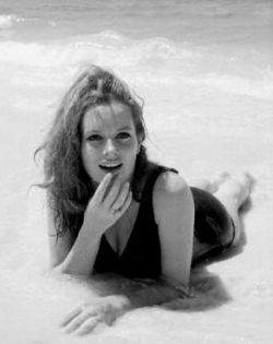 luciana_paluzzi_lying_face_front_on_beach_2